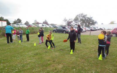 Pratique sportive en plein air lors d'une après-midi d'ETP pour les enfants diabétiques.